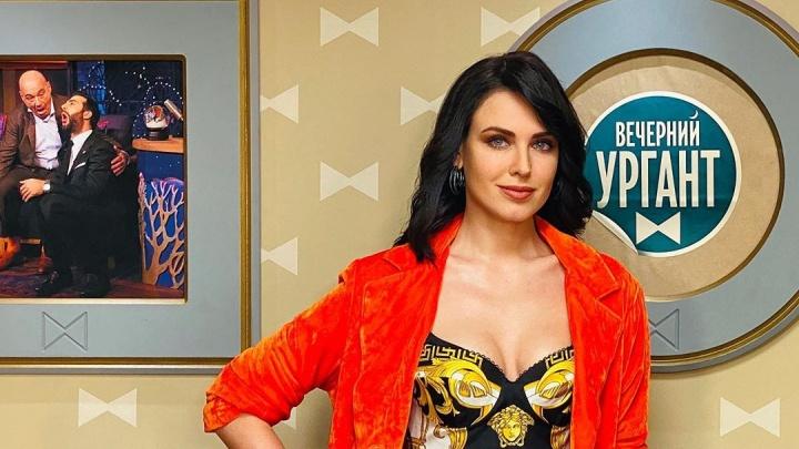 Мисс Екатеринбург на шоу Урганта рассказала, что в школе перевелась в класс, в котором были одни мальчики