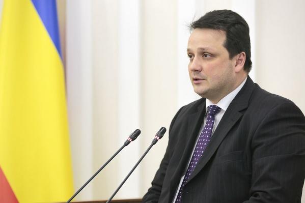 Тихоновработал в областном правительстве пять лет