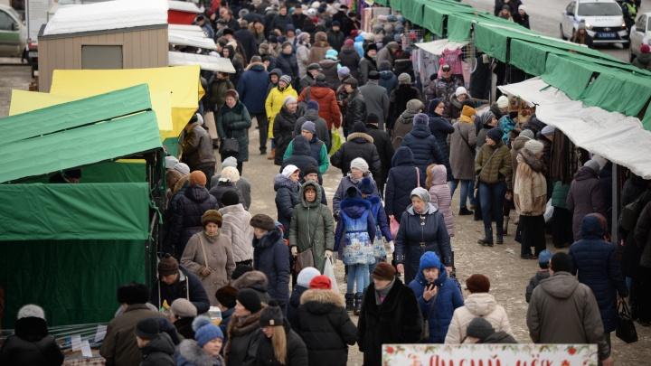 Продавцам вирус не страшен? Екатеринбург обязали срочно увеличить число ярмарок