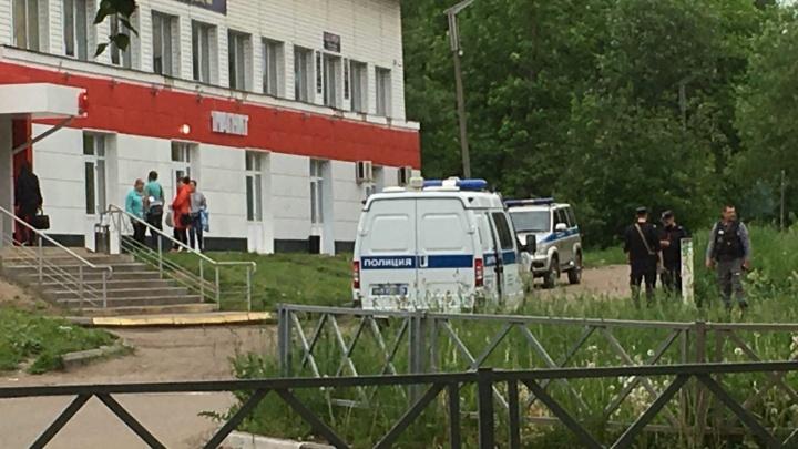 «Была стрельба, преступник ранен»: в Ярославле грабитель магазина напал на чоповцев с отвёрткой