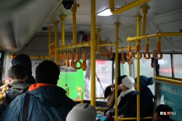Авария произошла на остановке общественного транспорта