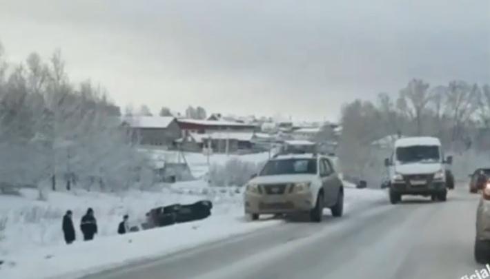Шесть машин столкнулись на трассе в Башкирии, очевидцы сняли видео