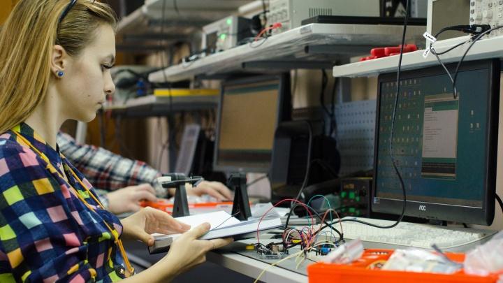 Летние каникулы за компьютером и с пользой: дистанционная школа программирования ВКИ набирает слушателей