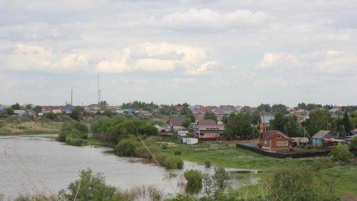 В Калачинском районе одну из деревень закрыли на карантин