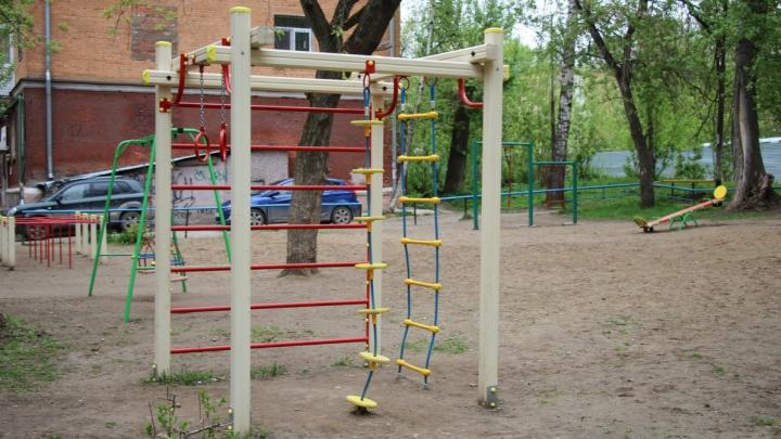 Можно ли гулять на детских площадках в Перми? Отвечают на горячей линии по коронавирусу