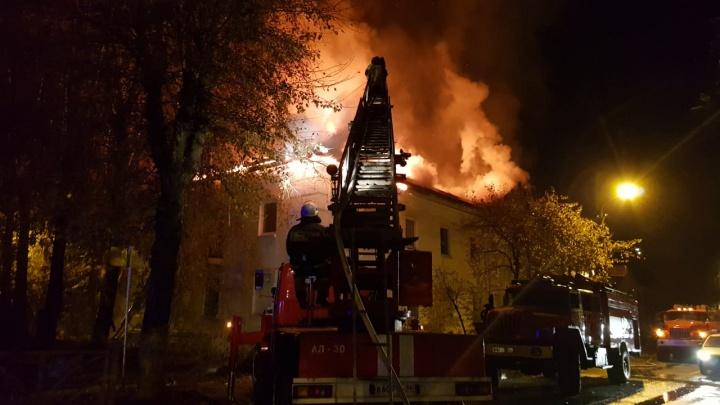 В Первоуральске загорелась гостиница