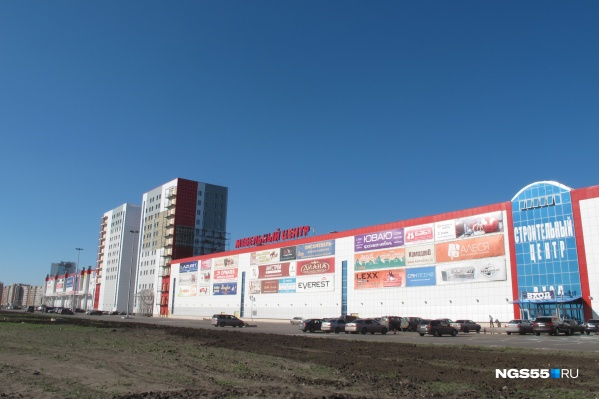 На спорном участке находятся строительный и мебельный центры «Континента»