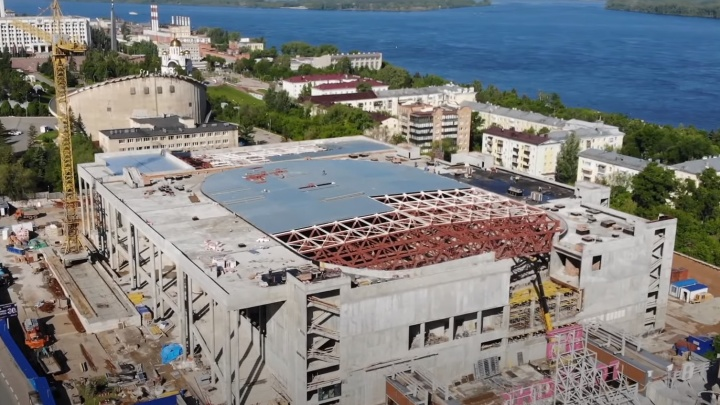 «Накрыли полкрыши»: разглядываем стройку нового дворца спорта на Молодогвардейской с высоты