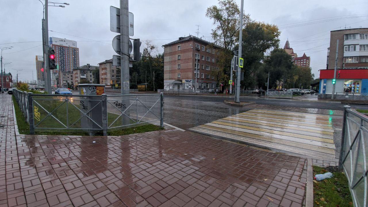 Устанавливать коммутационные шкафы и газораспределительные будки перед пешеходным переходом — это какая-то пермская традиция?