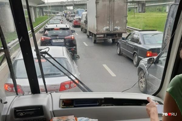 Пробка на выезде из Брагино растягивается каждое утро