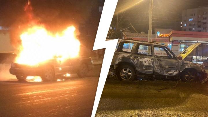 «Кричал, что сожжет девушку и машину»: подробности семейной драмы, которая кончилась пожаром посреди улицы