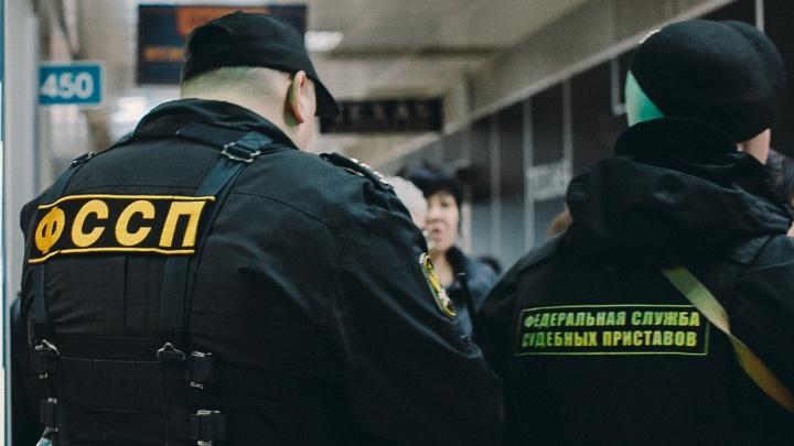 У тюменца арестовали машину прямо на парковке ТРЦ «Кристалл»
