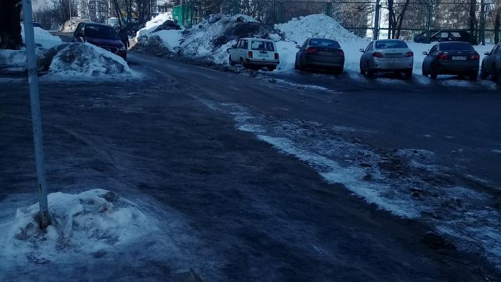 «Не почищено даже перед фешенебельными ресторанами и магазинами»: Уфа лишилась тротуаров