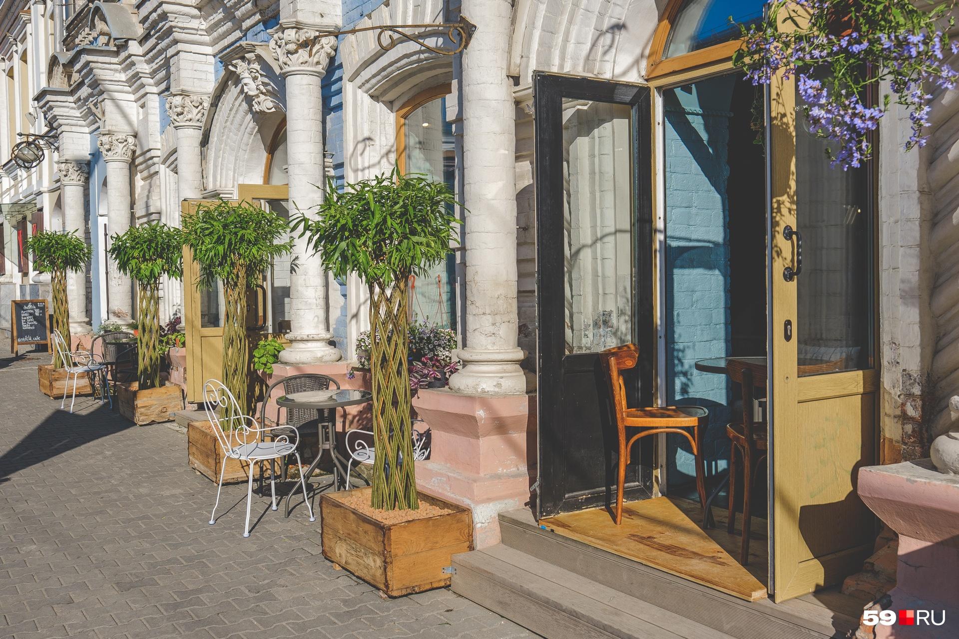 Курортное настроение можно создать и в центре города, как это сделала пекарня «Дом Демидовых»