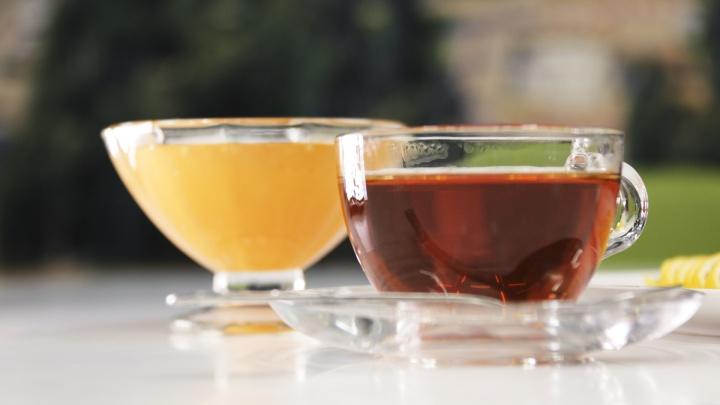 Сколько можно пить? Разбираемся, так ли полезен чай и зачем мешать его с алкоголем