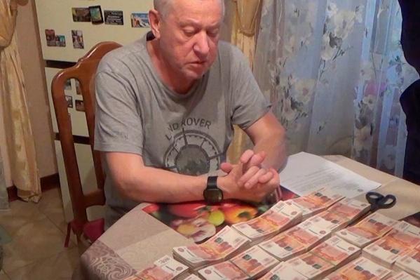 У Евгения Тефтелева при обыске нашли крупные суммы