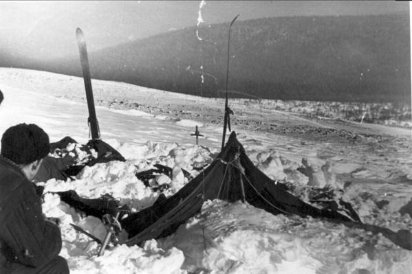 Во время поисков туристической группы нашли палатку, разрезанную изнутри. Людей в ней не было
