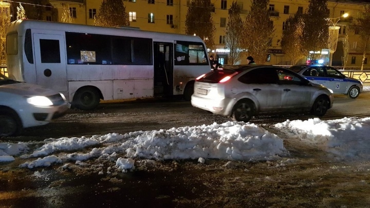 Пешехода доставали из-под колес: появилось видео последствий смертельного ДТП на Металлурге