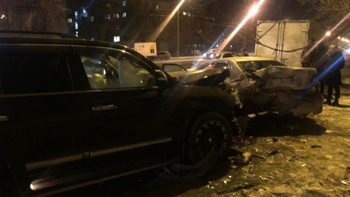 В Екатеринбурге разыскивают очевидцев массового ДТП на Машиностроителей