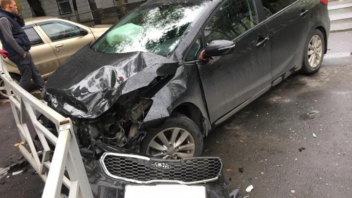 В Самаре автомобилистка проехала на красный и отправила водителя «Фиат» в больницу