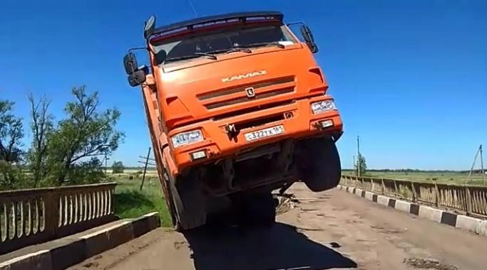 В Волгограде дорожники требуют компенсации за разрушенный мост