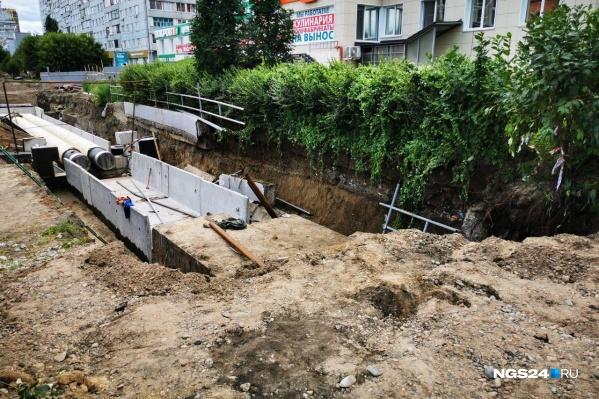 """Стена обрушилась в районе дома <nobr class=""""_"""">№ 35</nobr> на Новосибирской"""