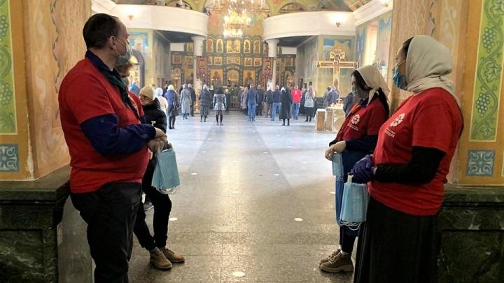 Епархия дала ответ губернатору, отругавшему верующих за походы в храм: онлайн-репортаж