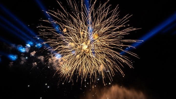 Квартира и машина загорелись в Ростове из-за новогодних фейерверков