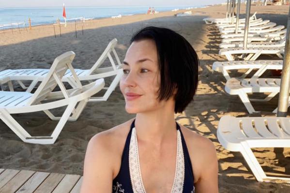 Судя по первым фото с курорта, отдыхающих на пляжах немного