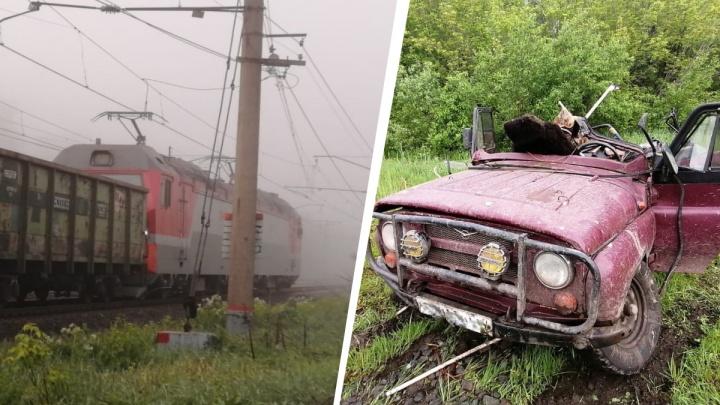 Под Новосибирском парень угнал УАЗ и попал под поезд — посмотрите, что осталось от автомобиля