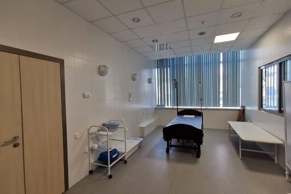 У мужчины легкая форма заболевания, сейчас он находится в изолированной палате