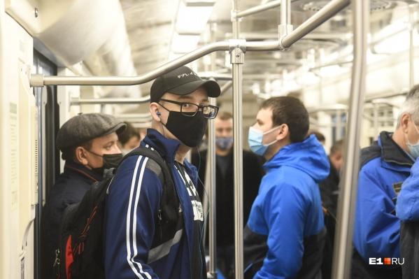С сегодняшнего дня попасть в метро можно только при наличии средств индивидуальной защиты