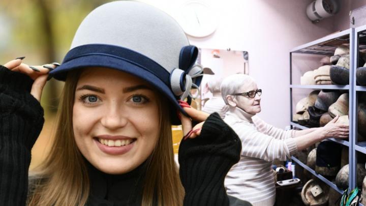 История шляпной лавки: как екатеринбургский модельер уже полвека мастерит головные уборы из фетра