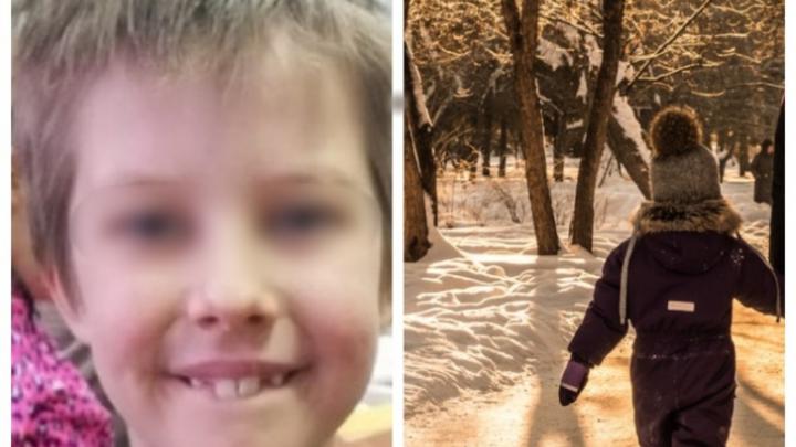 Пропавшего в Академгородке 8-летнего мальчика нашли ночью в закрытом торговом центре другого города
