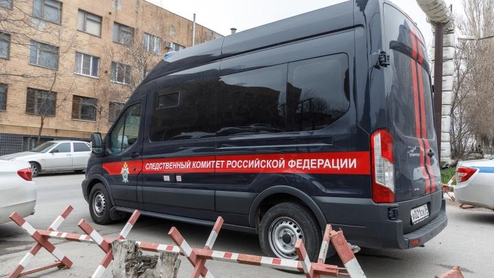 «Предлагал ей вернуться»: в Волгоградской области ревнивец на глазах ребенка зарезал женщину