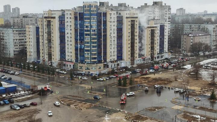 20 жильцов 16-этажного дома в Волгограде эвакуировали из-за пожара