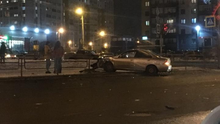 Группа разбора: водитель проскочил на жёлтый и снёс машину на развороте — выясняем, кто виноват