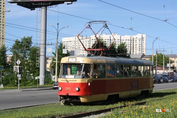 Трамвай № 7 временно перестанет ходить из-за ремонта труб