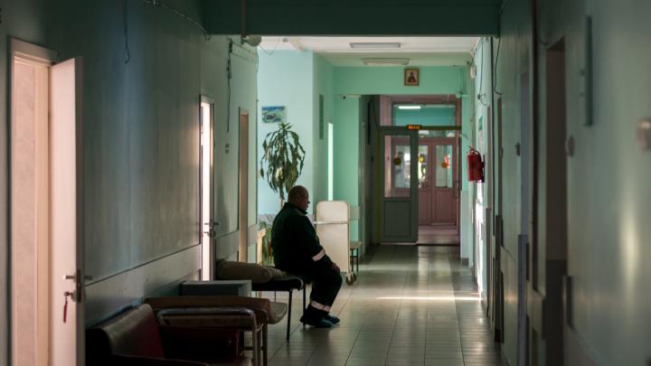 В Самаре приставы принудительно отправили на лечение мужчину, больного туберкулезом
