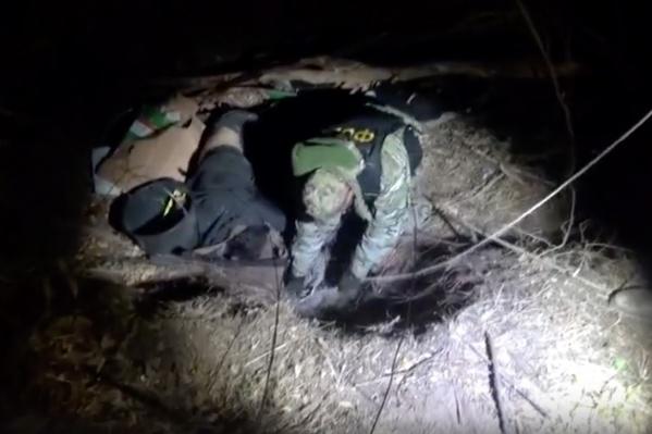 Готовящих взрывчатку двоих террористов ликвидировал спецназ ФСБ