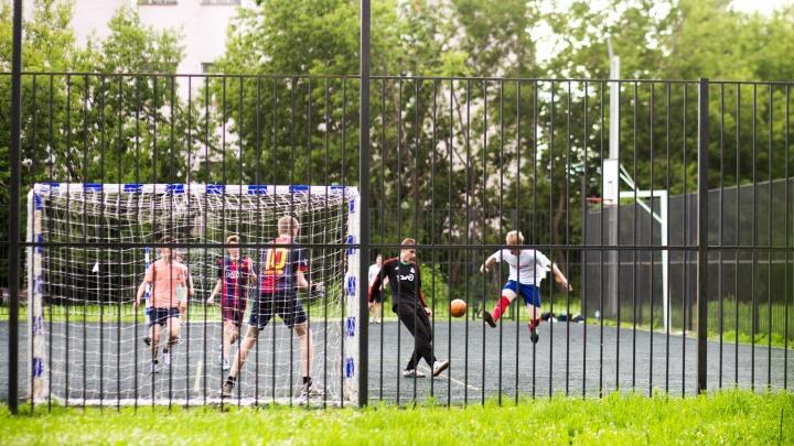 В Ярославской области суд оштрафовал школу, во дворе которой на девочку упали футбольные ворота