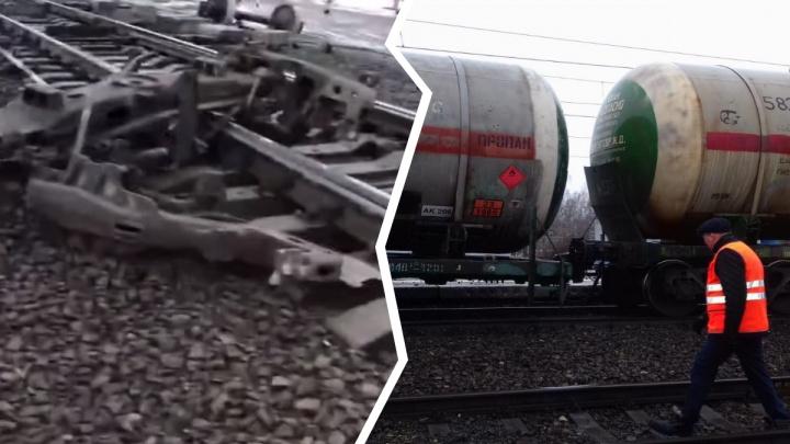 Поезд сошёл с рельсов: в интернете появилось видео с места ЧП
