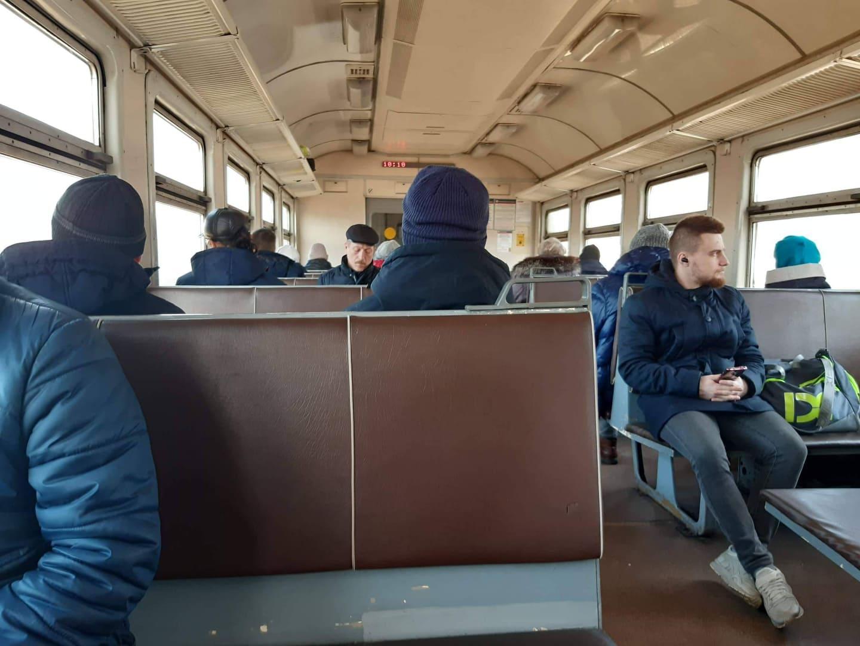 Так выглядит вагон электрички сегодня утром. Как пишут наши читатели, людей больше, чем обычно, из-за того что сократили количество поездов