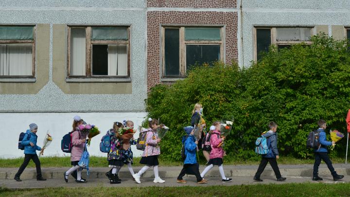 Ребёнку — ранец, маме — маску: такое вот 1 Сентября в Архангельске во времена коронавирусной борьбы