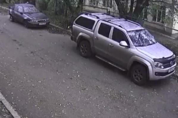 Машину обнаружили в одном из дворов Красноярска