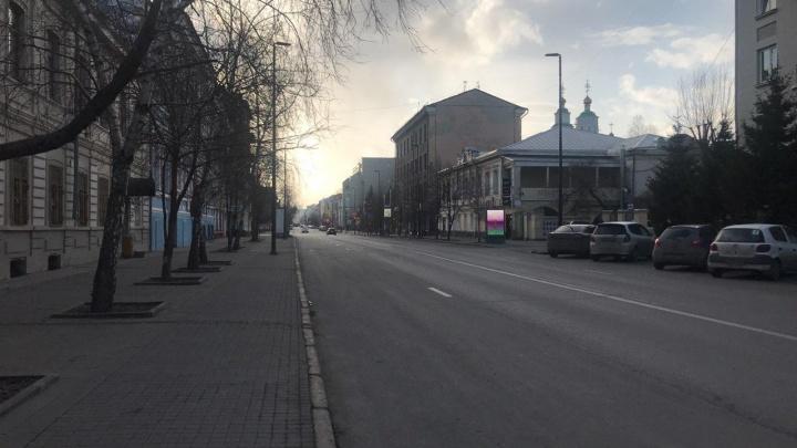 10 кадров пустынных центральных улиц Красноярска в первый день ограничений