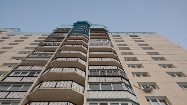 В Первомайском районе парень выпал из окна многоэтажки