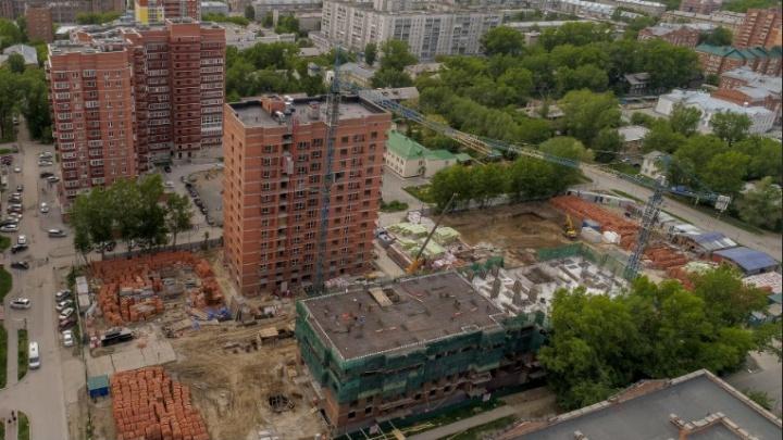 «Гремят, пищат, визжат»: рабочие развернули шумные работы ночью на стройке нового ЖК в Ленинском районе