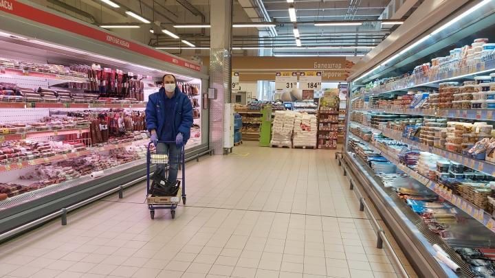 Бесплатные перчатки, антисептики и строгие охранники: как в магазинах Уфы соблюдают масочный режим