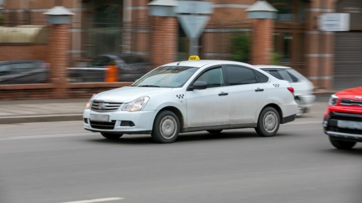 Таксистка обманула на 70 тысяч рублей любителя пьяной езды